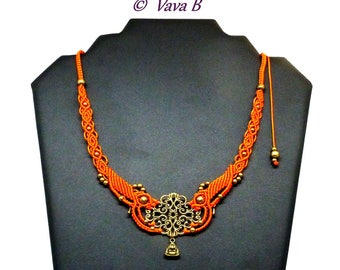 Collier  en macramé orange et bronze - réf. C. 0190