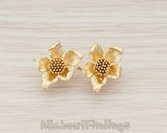 ERG086-MG // Matte Gold Plated Curved Five Petal Flower with Stamen Ear Post, 2 Pc