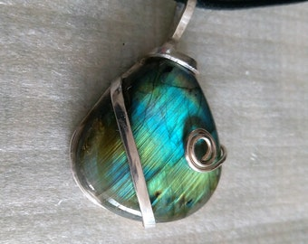 Necklace with sterling silver and labradorite