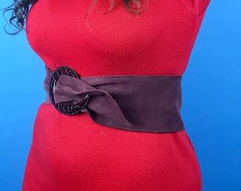 Vintage suede belt in burgundy