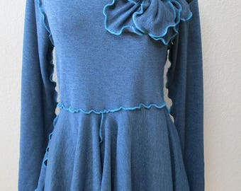 Blue Top with rose decoration and ruffled edging plus made in USA (v114)