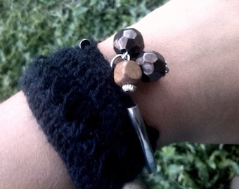 Crochet bracelet with black wool and wooden beads