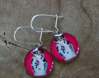 Dangeling Matryoshka earrings: magenta pink