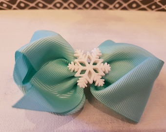 Green snowflake hair bow