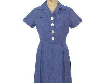 vintage 1950's cotton chambray dress / blue / large buttons / shirtwaist dress / pleated skirt / women's vintage dress / size medium