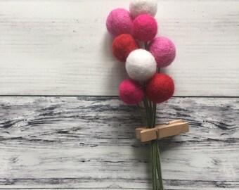 Happy House Pom Cluster | Valentine's Day