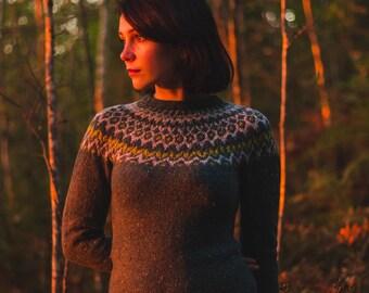 Green hand knit lopapeysa tweed pullover Icelandic sweater