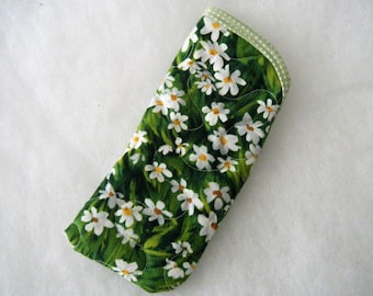Quilted Eyeglass/sunglass case - white dasies on green