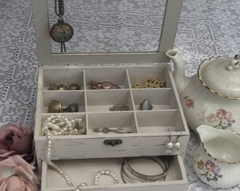 "Beige ""Shabby Chic"" Wooden Jewelry Box with flowers"
