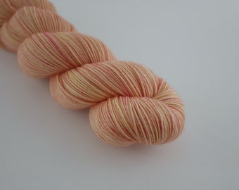 Douce Fingering, Or rose, 100 % superwash merino, 100g