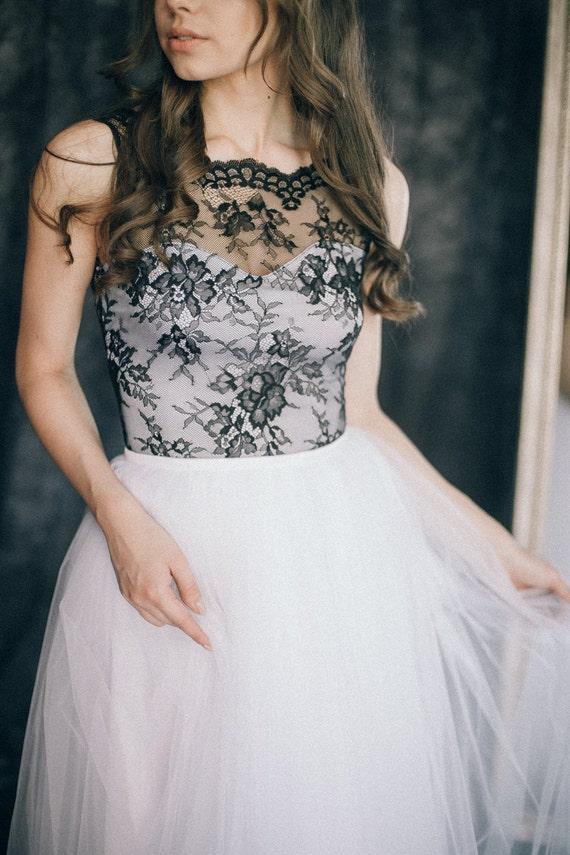 Schwarz und weiß-Hochzeitskleid farbigen