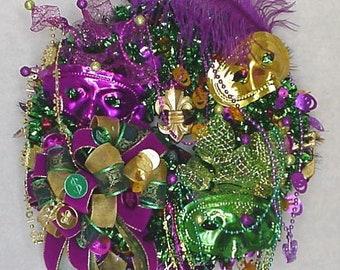 Mardi Gras Wreath for your door, Fleur De Lis Wreath, Carnival Beads Mask Wreath, Mardi Gras Parade Wreath, Fat Tuesday Mardi Gras Wreath