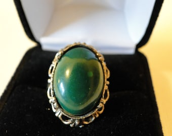 vintage green and silvertone ring
