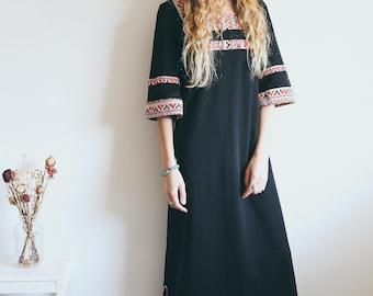 Vintage Black Kaftan Dress, 70s Dress, Boho Tunic, Geometric Print, Bohemian Clothing, Maxi Dress, Full Length Dress, Hippie, Bohemian