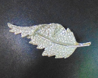 Vintage Signed Francois (Coro) Three Dimensional 3-D Clear Rhinestone Pave Leaf Pin Brooch
