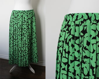 Vintage pleated maxi skirt with bright green leafy pattern // 80s patterned maxi skirt // size L