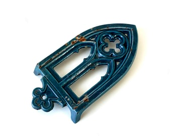 French Vintage Enameled Cast Iron Trivet - Iron Stand - Footed Trivet - Gothic Window Design - French Country Kitchen - Iron Rest