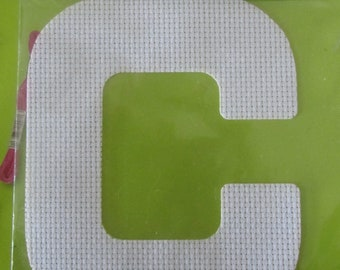 Letter textile to customize with wire, beads, Ribbon, buttons - letter C - DMC