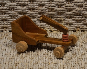 Voiture vintage miniature en bois de teck et hêtre faite main ours maison de poupées
