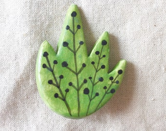 Green plant ceramic brooch
