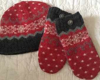 D7   Felted wool mittens and hat set lined with fleece size adult small