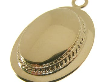 9 Carat Gold Girls School Boater Hat Charm.  Fully hallmarked 9 carat Gold Ladies Straw Hat Charm or Pendant