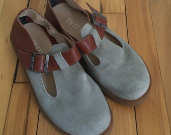 Vintage 1990s Women's Grey Tan Brown Suede Leather T Strap Bar Mary Jane Janes Dress Shoes! Size 7