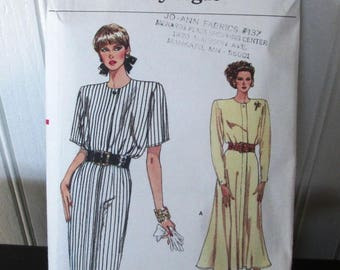 Vogue Pattern 9830 very easy Miss Dress