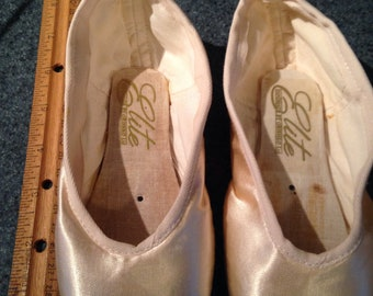 Pointe shoes for crafting size 1M