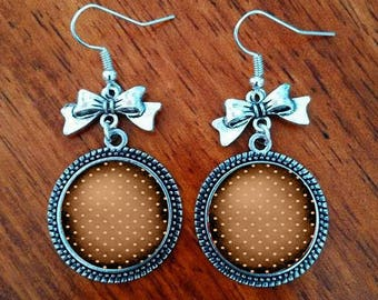 A pretty pair of earring with a glass cabochon 16 mm polka dot