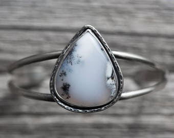 dendritic agate gemstone cuff bracelet. natural winter snow jewelry. antique sterling silver. handmade artisan jewellery