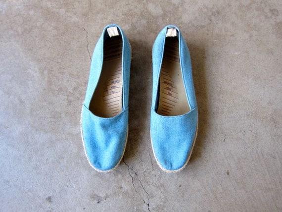 80s blue espadrilles shoes   womens size 9.5   Vintage Cotton Denim Summer slip ons Grasshoppers wicker trim shoes preppy beach shoes
