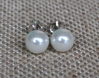 pearl earrings,round pearl earrings,stud pearl earrings,6mm white pearl stud earring,wedding earrings,bridesmaids earrings,glass pearl