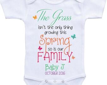 Pregnancy reveal to family Pregnancy Announcement Ideas Baby announcement onsie Baby reveal to grandparents pregnancy announcement onesie