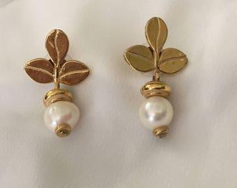 Leaf pearl earrings