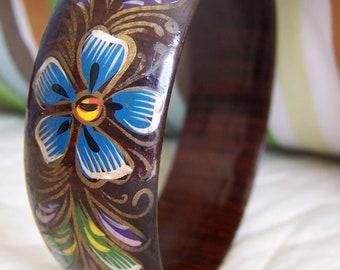 "Vintage 60's ""WOOD LACQUERED BANGLE"" Hand Painted Floral Design Bracelet"