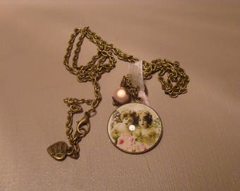 Long chain necklace and cabochon glass Angels