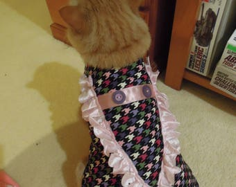 Pet clothing for cats and small dogs: Black and pink cotton dress (Checkerboard V-shape)