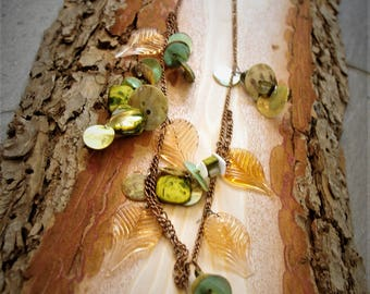 Beautiful charm necklace with glass leaves transaarentes, green, original composition, shells, beautiful, magnigique, necklace