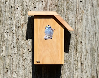 White-throated Sparrow - Cedar bird house