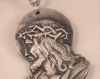 Gorgeous Vintage Etch-Detailed Sculpted Head of Christ Wearing Crown of Thorns Pewter Figural Religious Medal Necklace