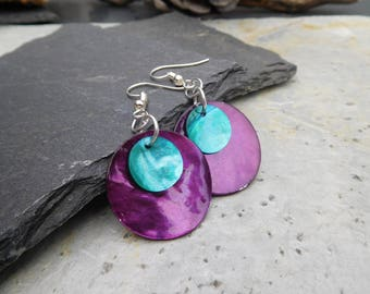 Layered disc earrings, made of shiny shell in contrasting purple / blue, and purple / green.