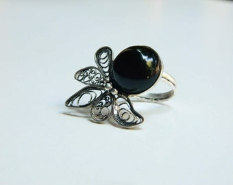 Fine silver filigree ring with black onyx