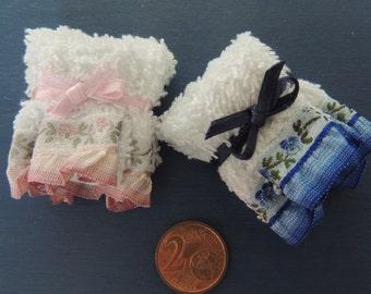 Kit miniature bath towels in 1:12 scale