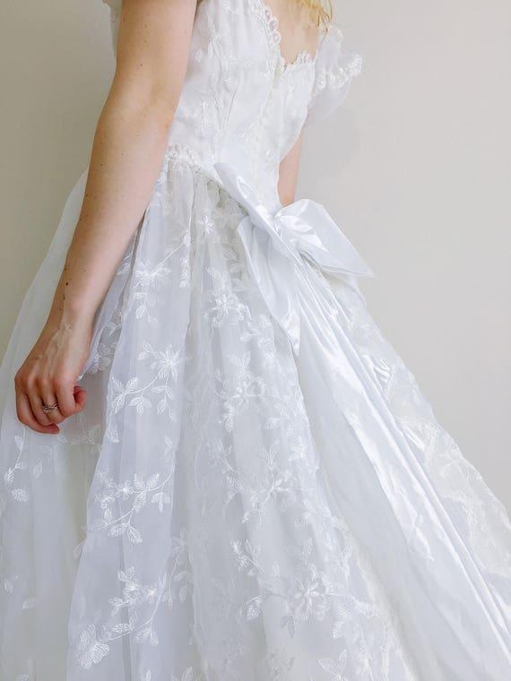 Vintage Hochzeitskleid   aus der Schulter weißen Brautkleid Puff Ärmel  Hochzeit Kleid Herzförmiger Ausschnitt Bogen zurück bestickt   Größe ...