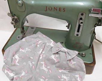 Unicorn shorts, unicorn bloomers, bubble shorts, summer shorts, girls shorts, girls bloomers, Jersey knit shorts, grey unicorns