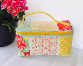 Quilted Makeup Bag - Quilted Cosmetic Bag - Vintage Makeup Bag - Toiletry Pouch - Quilted Cosmetic Case
