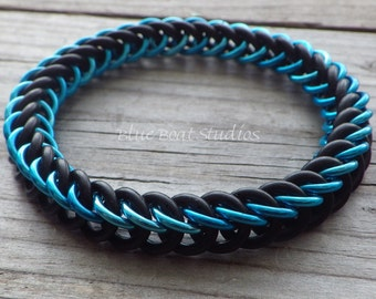 Stretchy rubber chainmaille bracelet in turquoise blue and black; chainmaille jewelry; rubber chain maille bracelet