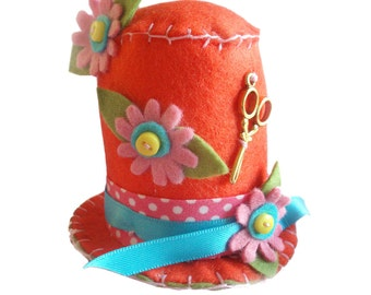 Hat Pin Cushion, Orange and Pink Felt Pincushion, Craft Room Decor, Felt Ornament Sewing Gift, Top Hat Novelty Pincushion, Made to Order