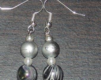 Pair of earrings grey pearls